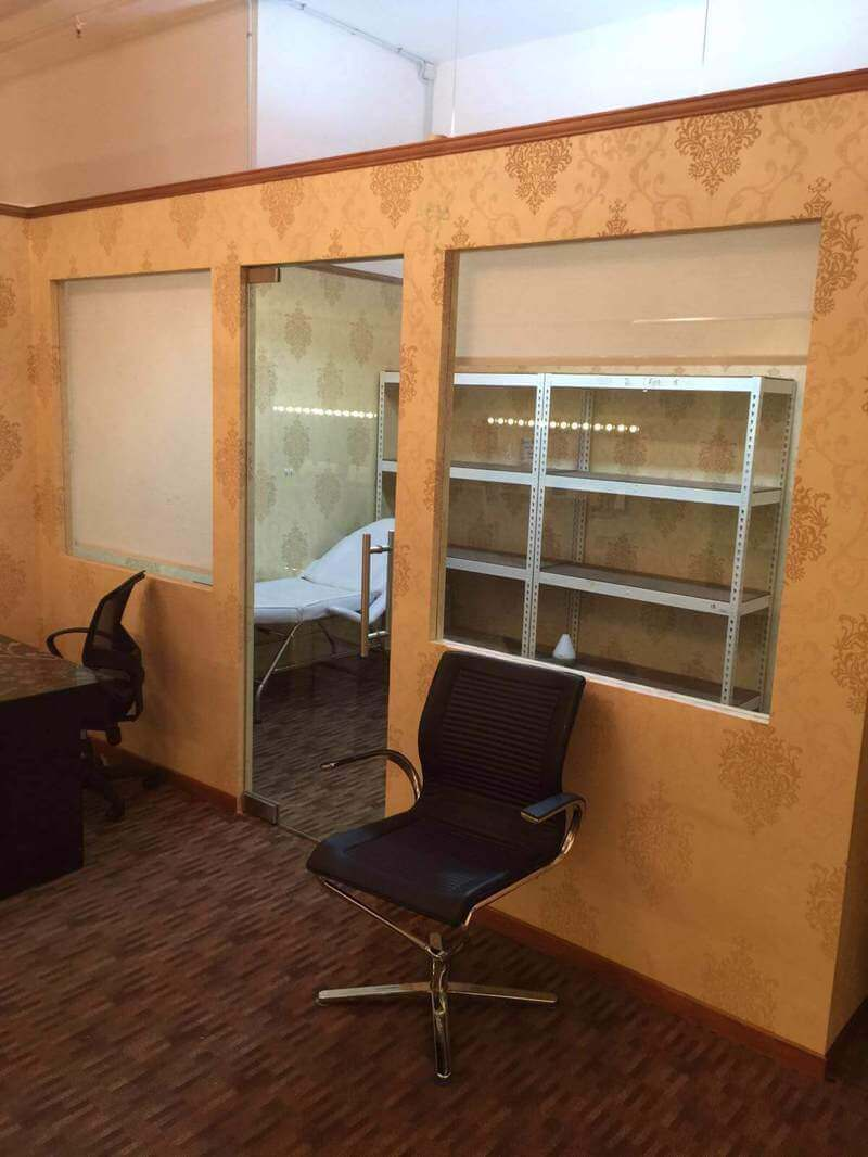 Takeover Fashion Boutique With Photo Studio And Beauty Salon Space
