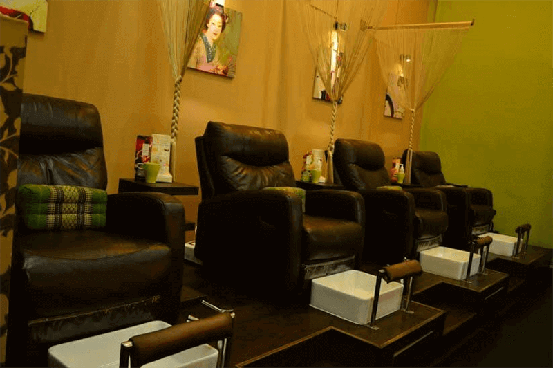 Established Award Winning Nail Salon (获奖美甲店) And Eyelash Bar For Sale