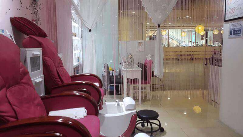 Nicely Renovated Beauty And Nail Salon For Takeover