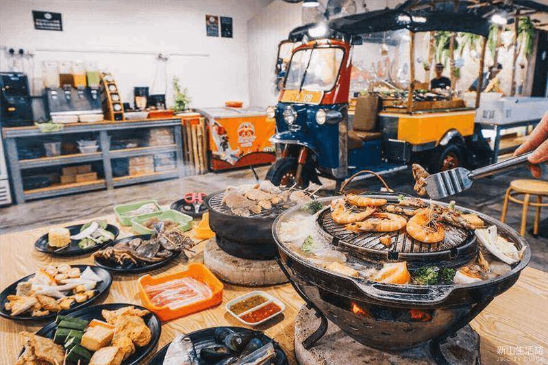 Johor Bahru No.1 Thai BBQ Steamboat Mookata