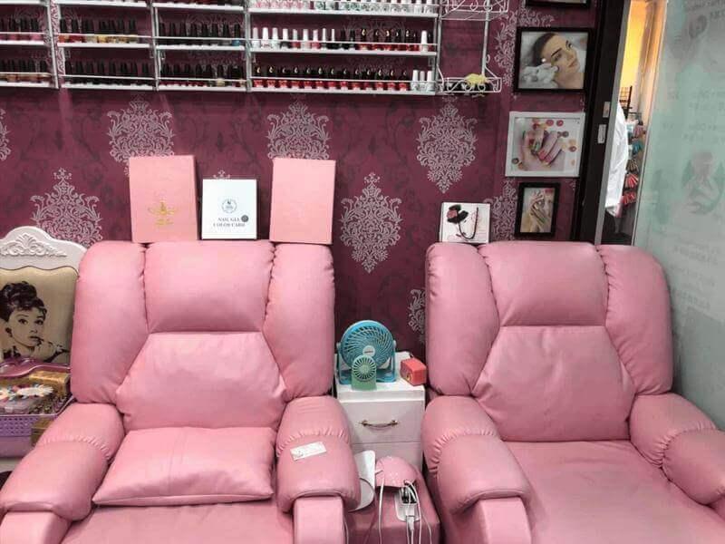 A Well Established Salon Located Near CBD Area.